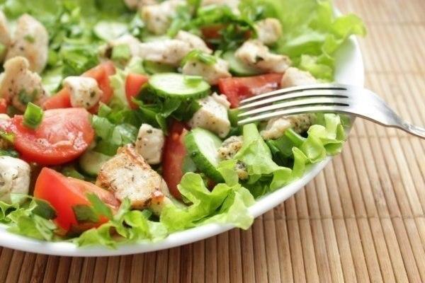 salat-iz-kuricy-i-svezhix-ovoshhej1
