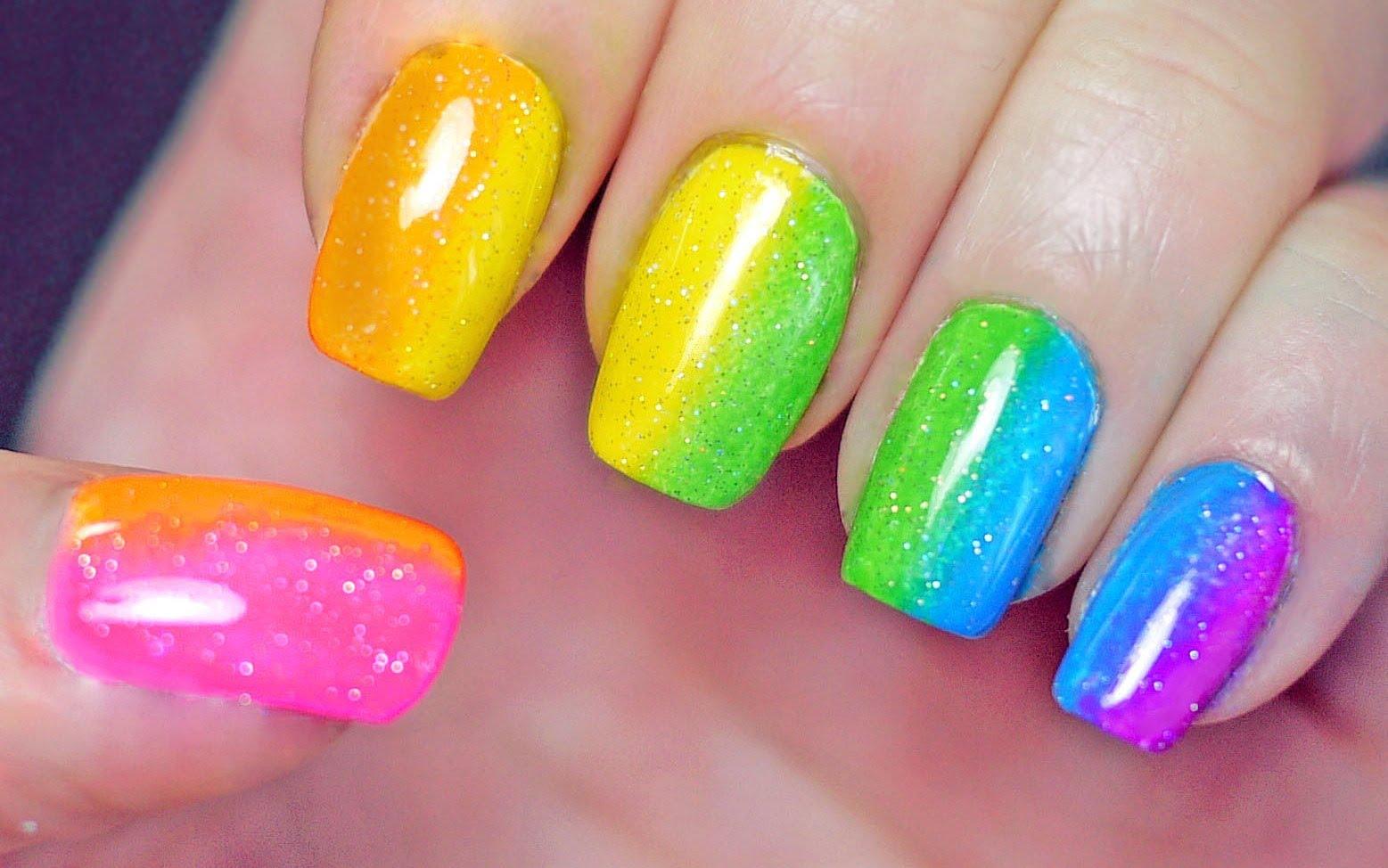Радужный градиент на ногтях