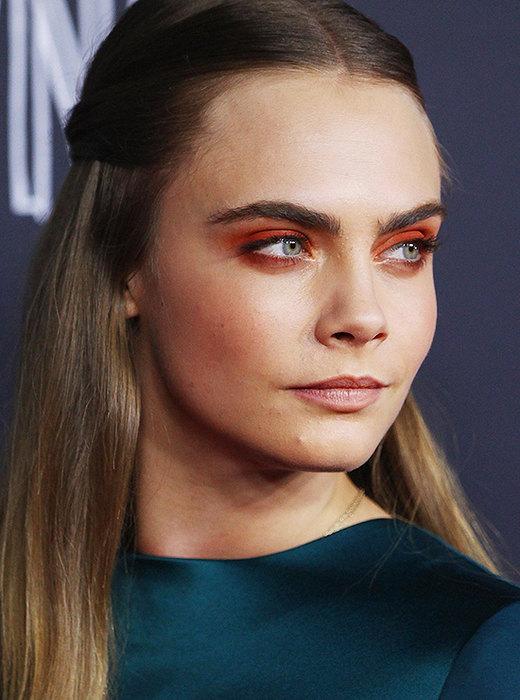 sozdaem-raskovannyj-red-makeup4