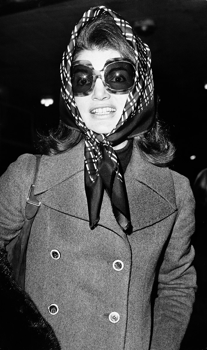 Jacqueline Onassis at Heathrow Airport, London on 3rd January 1972. (Photo by Popperfoto/Getty Images).